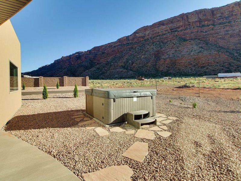 Tranquil desert home w/ private hot tub & great views - close to Arches, location de vacances à La Sal
