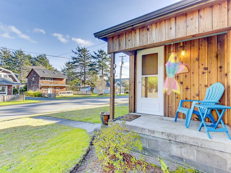 Dog-friendly house w/ entertainment & nice yard - close to beach & downtown!, aluguéis de temporada em Cannon Beach
