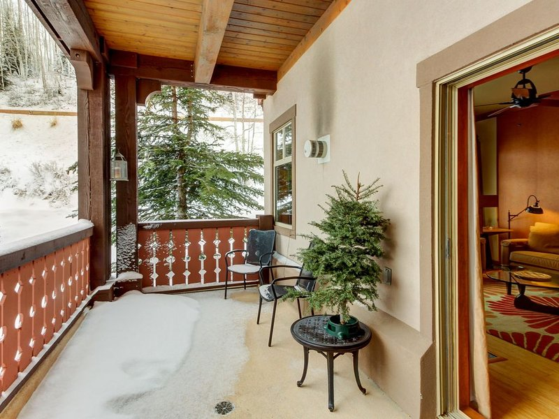 Ski-in/ski-out from this condo near the lifts - plus pool, hot tub, & sauna, holiday rental in Solitude