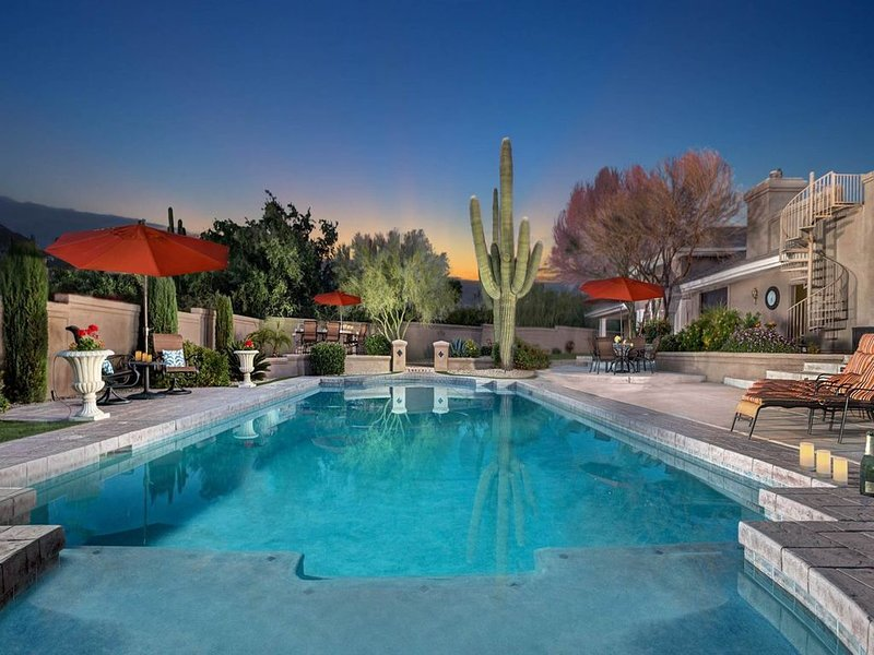 Stunning, secluded home w/pool, jetted tub, lavish backyard oasis, Ferienwohnung in Carefree