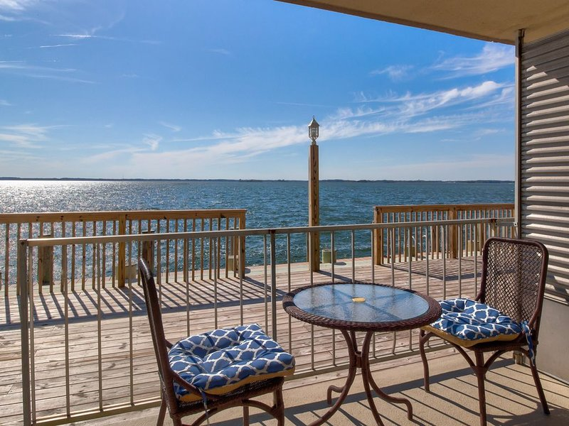 Waterfront condo w/ a full kitchen & furnished patio - close to the state line, holiday rental in Ocean City