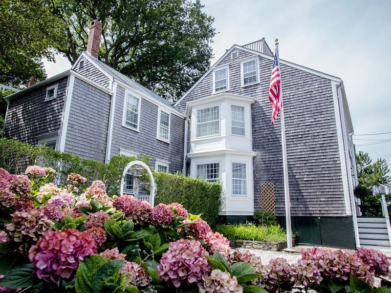 Stately Nantucket Home In Historic Downtown with Luxurious Amenities, vacation rental in Siasconset