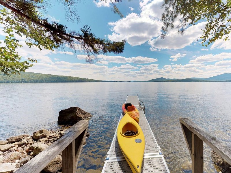 Beautiful lakefront home w/ views, deck, swimming dock, 2 kayaks & firepit!, holiday rental in Greenville