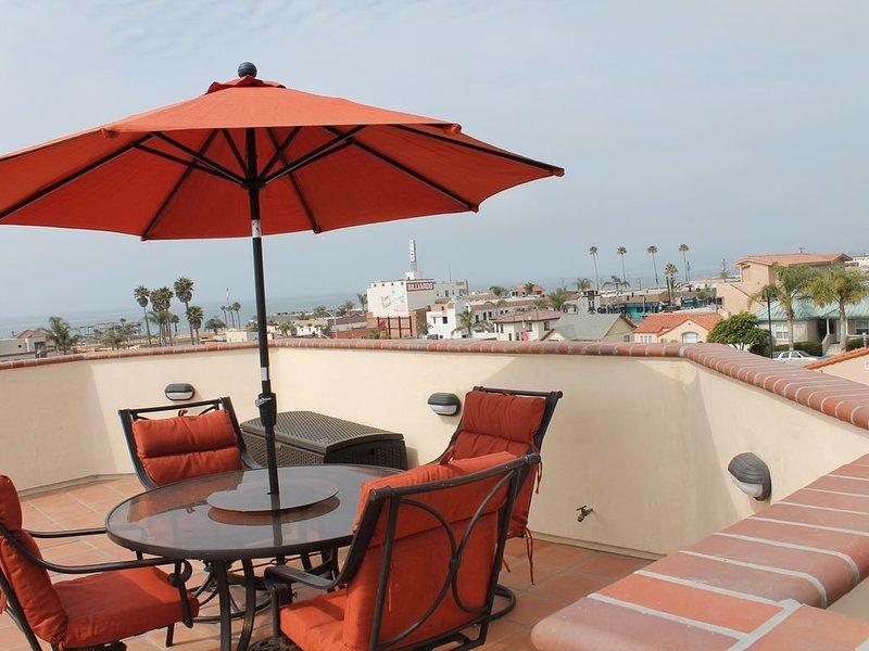 PISMO AWESOME Ocean Views, Sleeps 7, on ocean side of Hwy 101, aluguéis de temporada em Pismo Beach