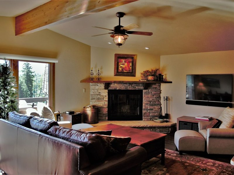 Beautiful Townhome Short Walk to Slopes at Purgatory Ski Resort, Views, Grill, holiday rental in Purgatory