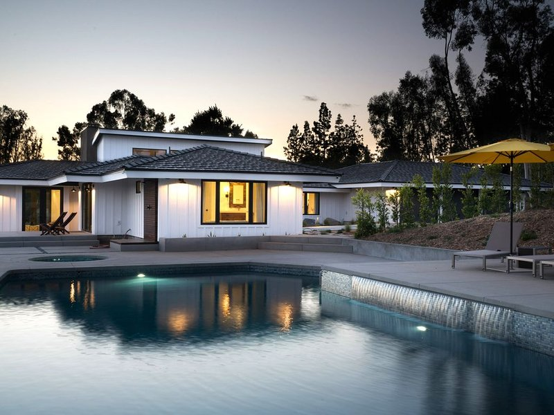 ****MODERN RANCH LUXURY**** - POOL and BEACH - ****Del Mar Track**** – semesterbostad i Rancho Santa Fe