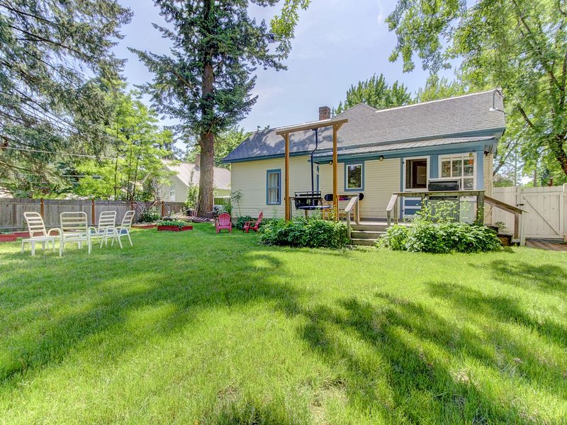 Cozy, dog-friendly home w/fiber optic cable, gourmet kitchen - bus to Schweitzer, vacation rental in Kootenai