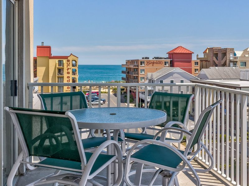 Charming condo w/ shared pool and ocean view, only one block to the beach!, alquiler de vacaciones en Ocean City