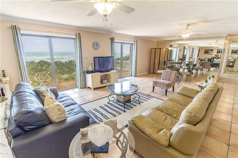 Dreaming Dunes, 4 Bedrooms, Sleeps 8, Ocean Front, WiFi, location de vacances à Flagler Beach