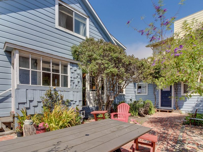 Historic home & carriage house in the heart of Cayucos - walk to town, beach!, alquiler de vacaciones en Cayucos