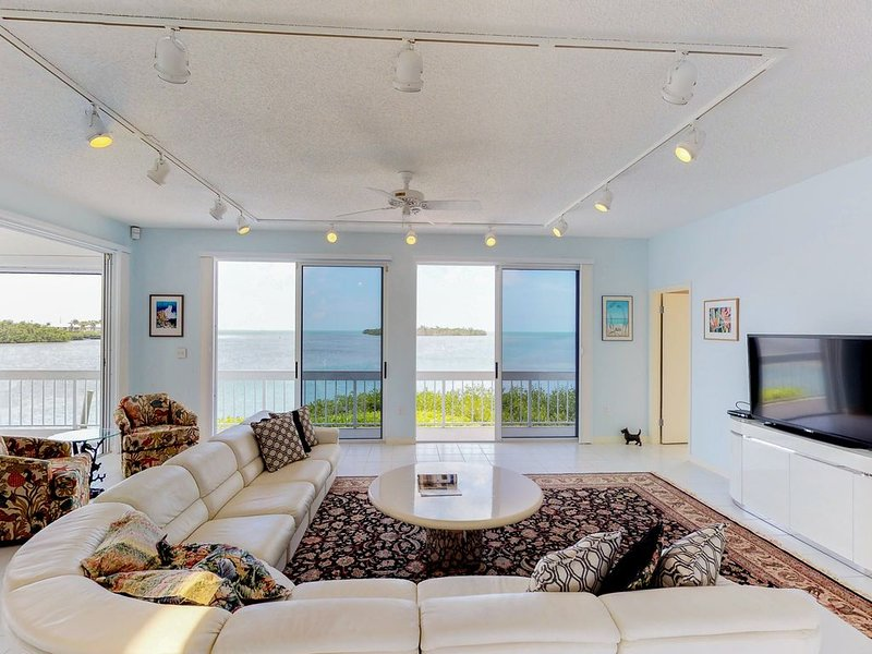 Luxurious waterfront home w/panoramic views, pool/spa & dock, holiday rental in Grassy Key