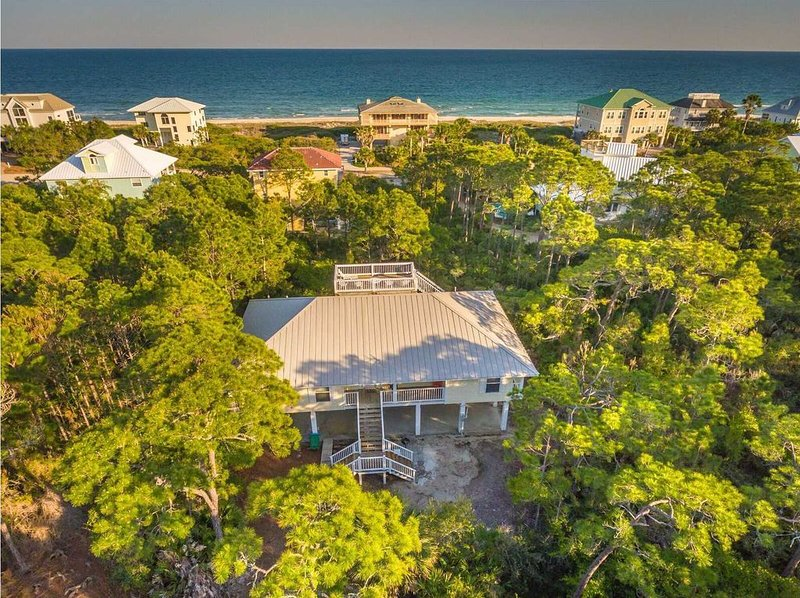 2BR/2BA Beach Cottage inside Plantation, Sleeps up to 8, Pet Friendly!, holiday rental in Apalachicola