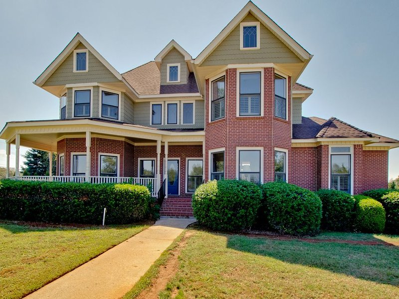 Rent Only The Space You Need Up To Max10 People--2 Bedrooms up to 5 Bedrooms., holiday rental in Meridianville