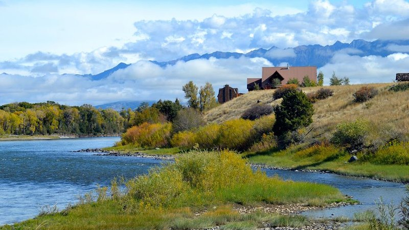 Spectacular blue ribbon fly fishing and family retreat min. from Yellowstone, location de vacances à Émigrant