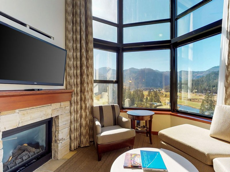 Mountain view condo w/shared hot tub/pool & ski-in/ski-out, holiday rental in Squaw Valley