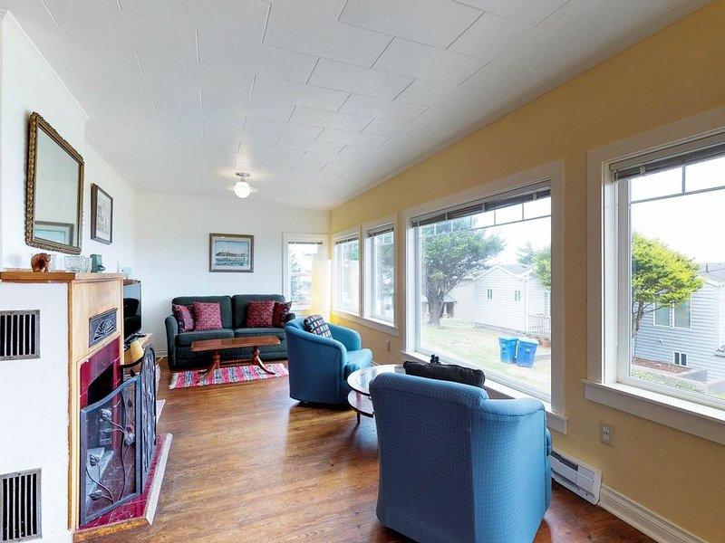 Dog-friendly cottage w/amazing ocean views, whale watching, holiday rental in Otter Rock