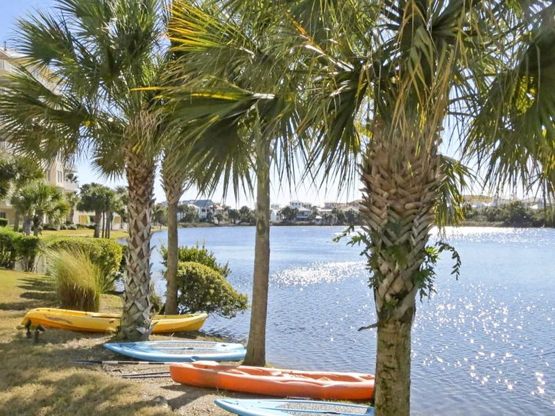 Private Carillon Beach☀4 Pools☀2 Step Sanitizing Process☀Going Coastal #205, holiday rental in Carillon Beach
