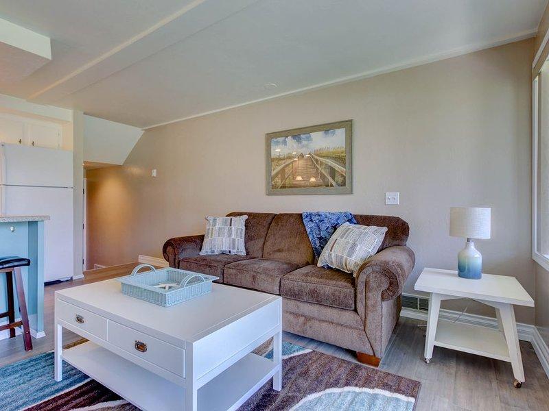 Lakeside condo w/ shared pool, Netflix/Amazon Prime, and spectacular views!, casa vacanza a Dover