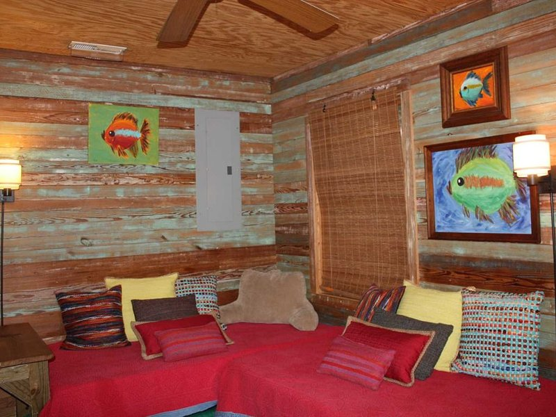 Smith Lake Rentals & Sales - SOLILOQUY - Cozy Cabin on Ryan Creek, holiday rental in Crane Hill