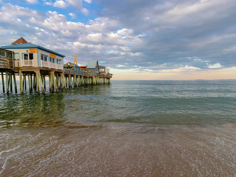 Lovely condo w/ 2 beach chairs - 1/4 mile to the beach, pier & Palace Playland!, alquiler de vacaciones en Old Orchard Beach