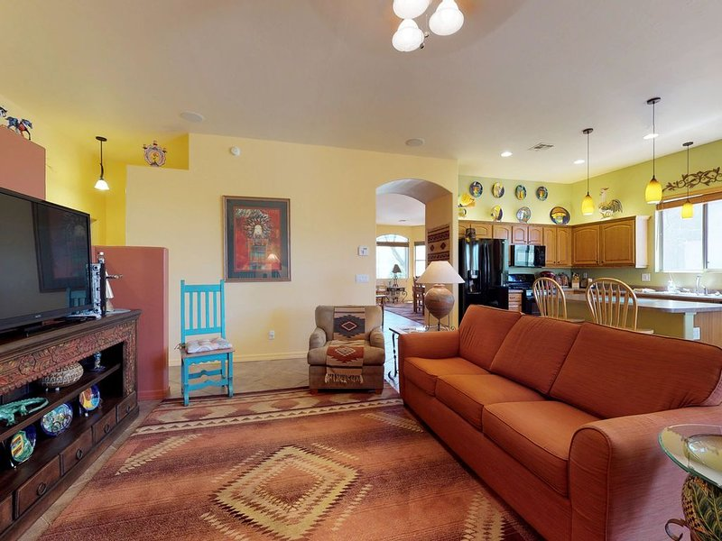 Premium Cleaned | Spacious home in prime location w/ onsite golf, across from Ca, location de vacances à Oro Valley