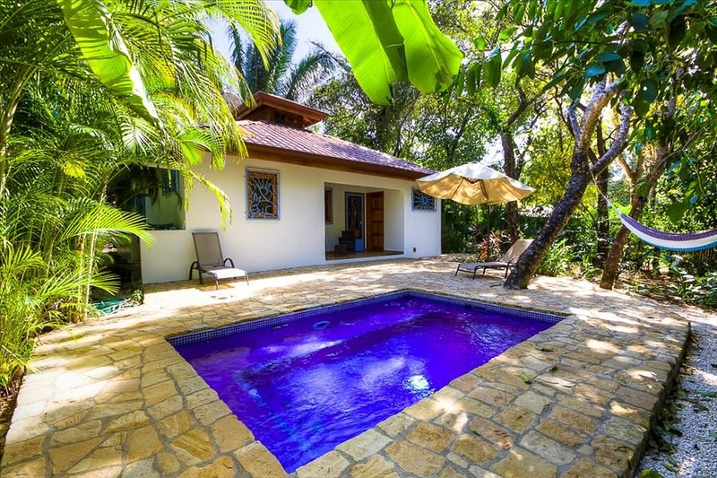 Casa Marea: Tropical Easy bungalow w/pool only steps to beach, vacation rental in Playa Pelada