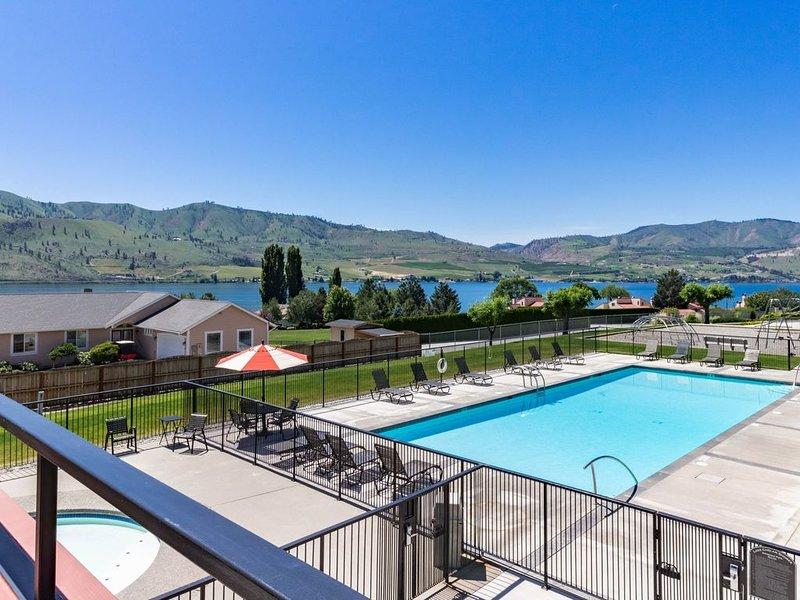 Lake Chelan Shores condo: Lakeview with swimming pools, lake & more, holiday rental in Chelan