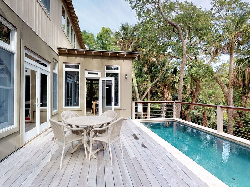 Upscale house w/private pool, lagoon views- near beach & tennis, holiday rental in Kiawah Island