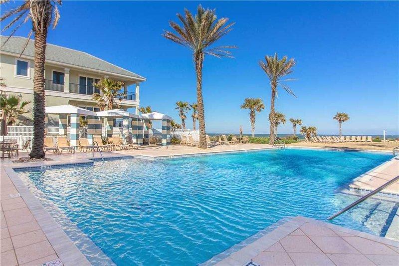 Una piscina marca la diferencia: después de un largo día construyendo castillos de arena y paseos por la playa, ¡refrésquese en las refrescantes aguas de la piscina comunitaria de Cinnamon Beach!