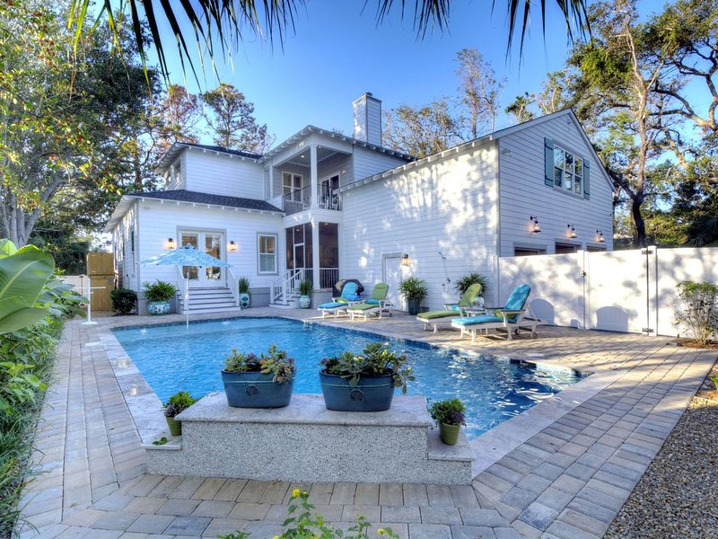 COVID-19 Disinfection Included - Magnificent East Beach Home! Heated Pool, 5BR/5, alquiler vacacional en Sea Island