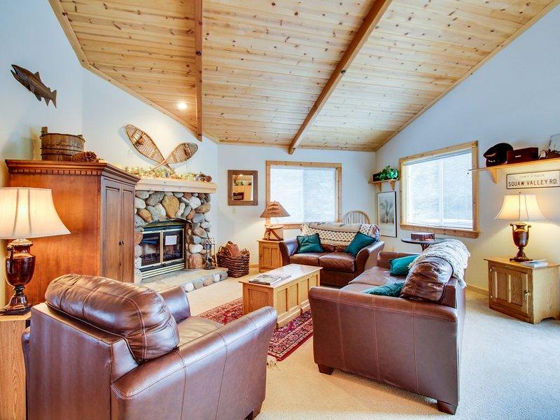 Comfortable home w/ valley views - easy access to year-round outdoor activities, alquiler de vacaciones en Tahoe Vista