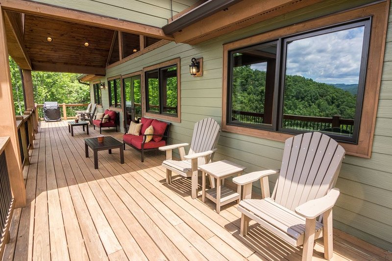 Grandfather Vistas - Hot Tub, Ping Pong, Fly Fish, views of Grandfather Mountain, vacation rental in Lenoir