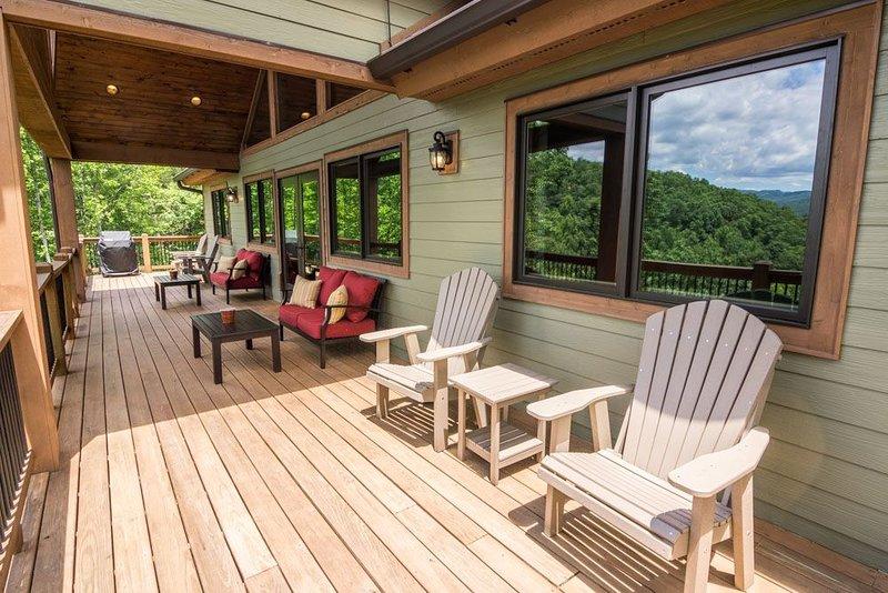 Grandfather Vistas - Hot Tub, Ping Pong, Fly Fish, views of Grandfather Mountain, holiday rental in Hudson