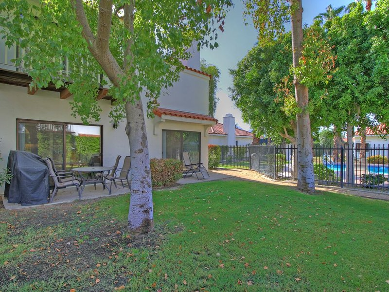 A Spacious Two Bedroom, Two Bath Tennis Villa Next to the Pool and Hot Tub!!!, holiday rental in La Quinta