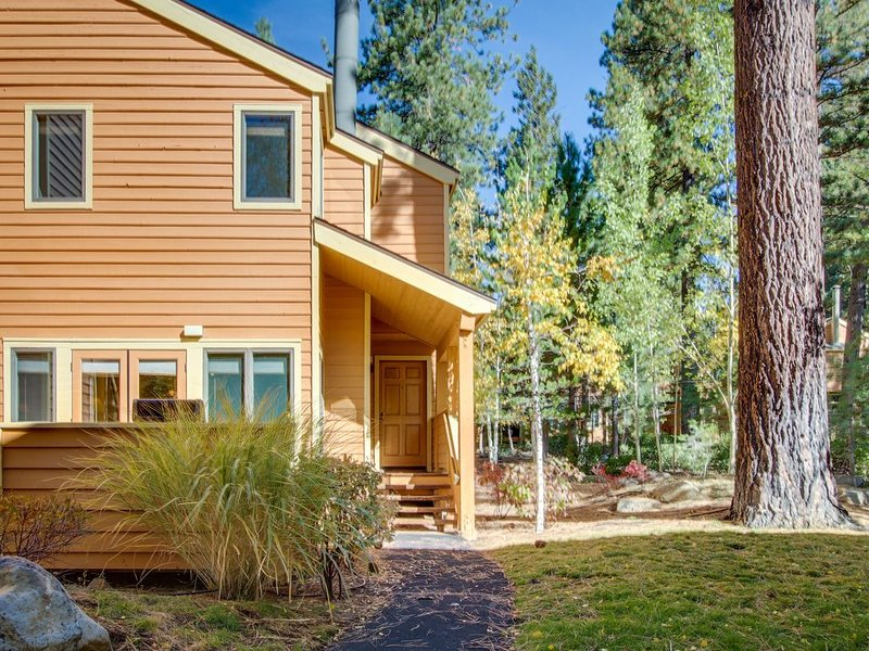 Stylish townhome w/ deck & shared hot tub - walk to private beaches, near skiing, holiday rental in Incline Village