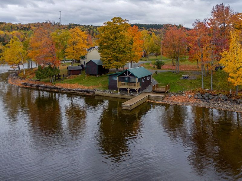 Lakefront cabin with epic views of lake & Mt Kineo & private dock - dogs OK, holiday rental in Rockwood