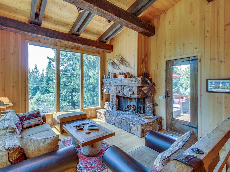 Beautiful mountain home close to year-round outdoor activities & Lake Tahoe!, holiday rental in Kings Beach