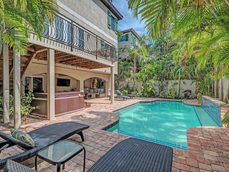 Summer rates as low as $699 a night  6 BEDROOM, ELEVATOR, POOL HOT TUB, high spe, vacation rental in Holmes Beach