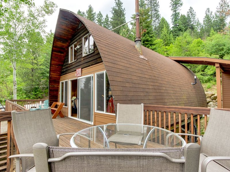 Dog-friendly waterfront cabin w/ dock, boat slip, patio, & deck + mountain views, holiday rental in Hayden Lake