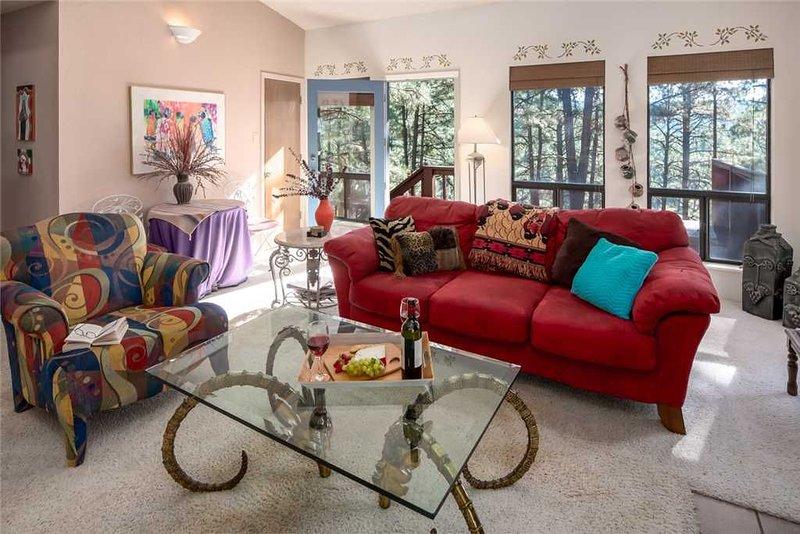 La Luz Lodge, Sleeps 4, 2 Bedrooms, Wood Burning Fireplace, vacation rental in Ruidoso Downs