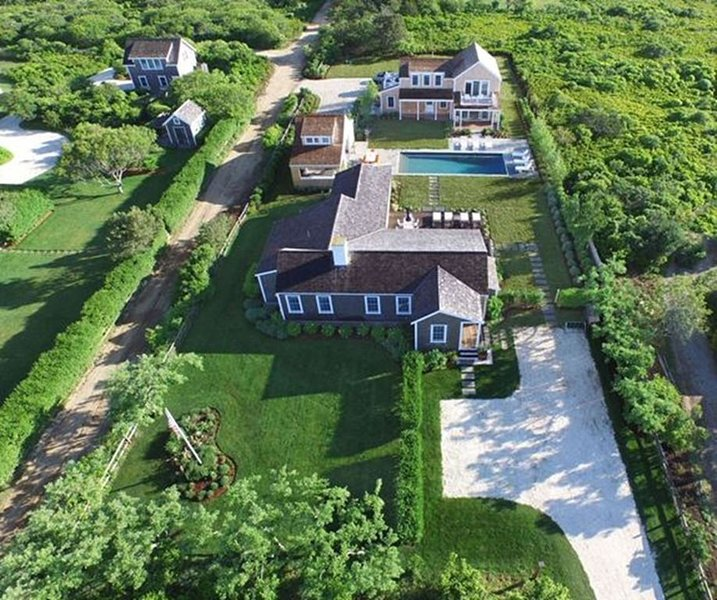 Stunning Surfside 6 bedroom Estate With Pool and Cabana, vacation rental in Siasconset