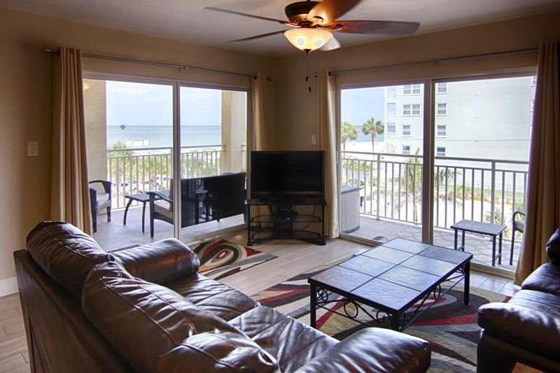DISINFECTED: Washer/Dryer Included!  Sleeps 10! 207, holiday rental in Redington Shores