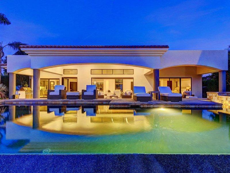 Villa Lago - Luxe Infinity Edge Pool, Mountain & Lake Views, alquiler de vacaciones en La Quinta