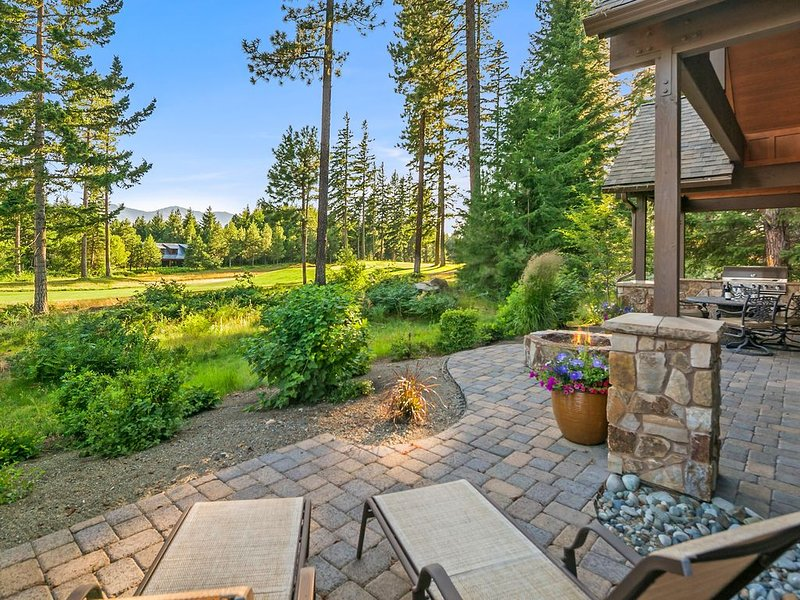 Posh Suncadia Retreat on the 18th Fairway! Expertly furnished w/ a Hot Tub!!, location de vacances à Cle Elum