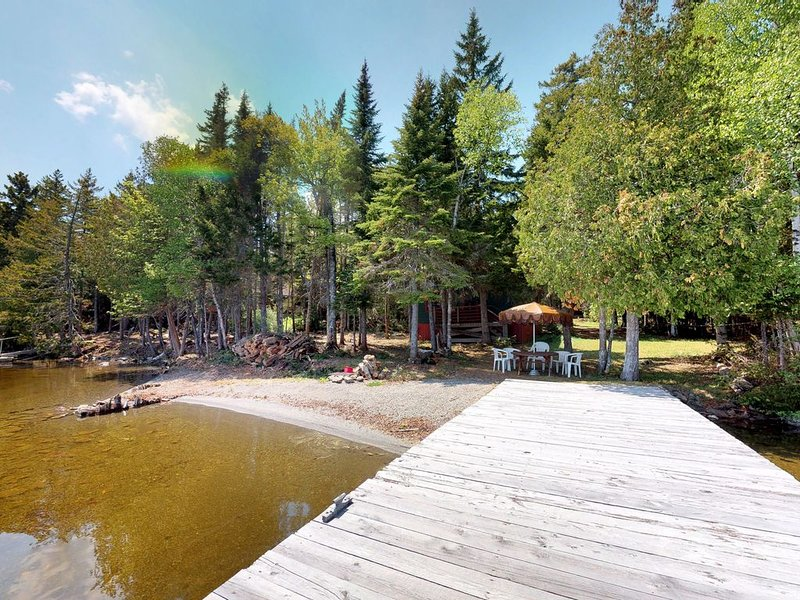 Quiet, dog-friendly, waterfront getaway w/ private beach, dock, & firepit, holiday rental in Rockwood
