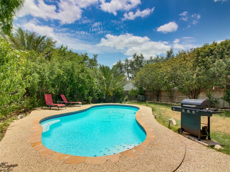 Quiet home w/private pool near San Antonio, Lackland AFB, Sea World, alquiler de vacaciones en Leon Valley
