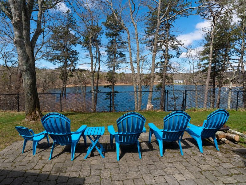 Lakefront home w/porch, patio & fenced yard - short drive to beach, vacation rental in Forestdale