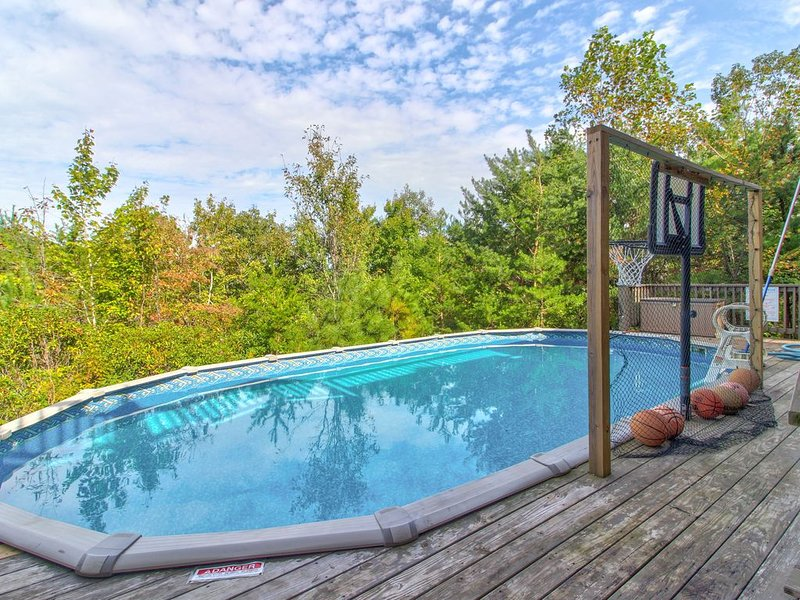 Dog-friendly home w/ majestic views, seasonal pool, hot tub, deck & game room!, holiday rental in Sautee Nacoochee