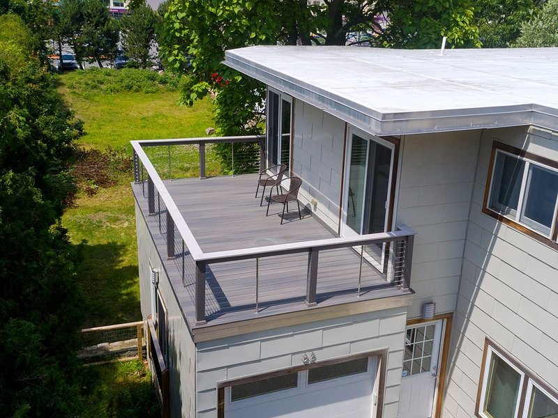 Modern beach home w/ deck, central AC, & free WiFi, steps from the ocean, vacation rental in Cape Ann