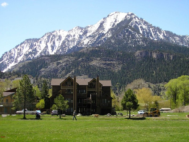 Ideal Location - Near Fellin Park and the Ouray Hot Springs - Pet Friendly, holiday rental in Ouray